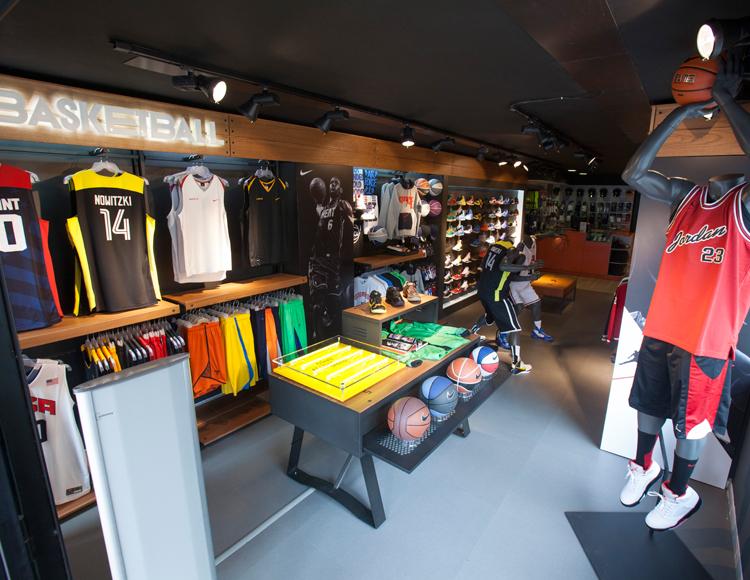 Basket Revolution Area Nike 1