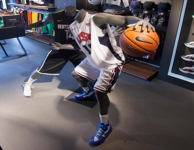 Basket Revolution Area Nike 3