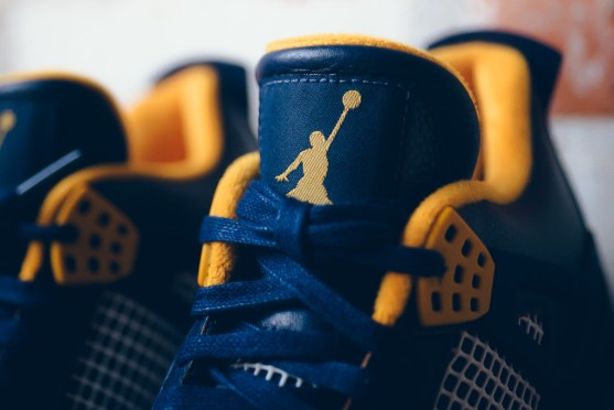 air-jordan-4-dunk-from-above-midnight-navy-varsity-maize-3
