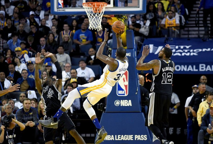 kevin-durant-warriors-battle-grey.jpg